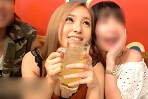 【素人】上野駅周辺で終電無視して飲み歩く巨乳キャバ嬢をナンパ!