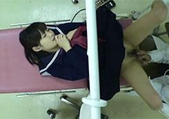 【産婦人科盗撮動画】来院した制服JKを言いくるめておま●こで弄くり楽しんで終いにはチ●コ挿入するレイプ医師!